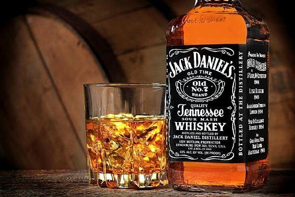 ladies gentleman jack daniels holiday drinks the luxury spot