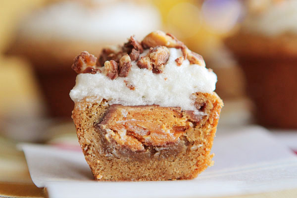 frosted candy bar stuffed cookie-cups