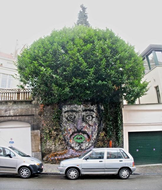 afro tree graffiti