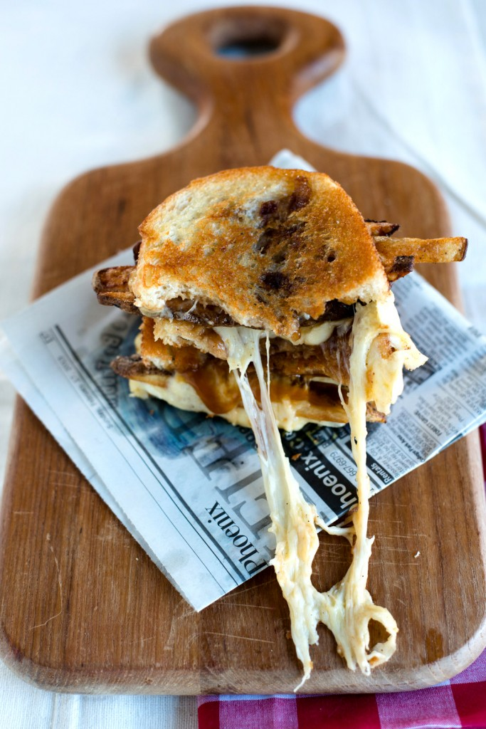 Poutine-Grilled-Cheese