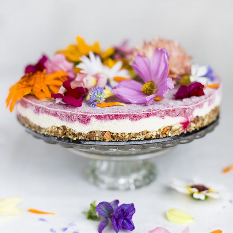 http://www.greenkitchenstories.com/flower-power-cake/