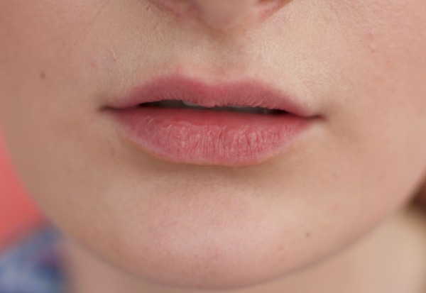 How to contour lips easily at home