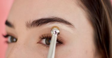 You need to try this eyebrow concealer trick