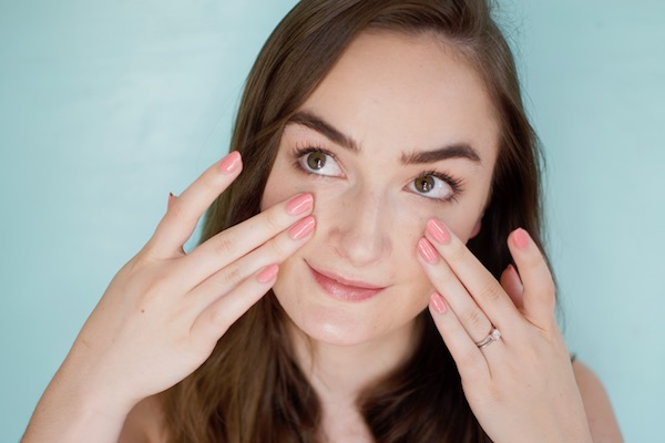 what causes shiny skin